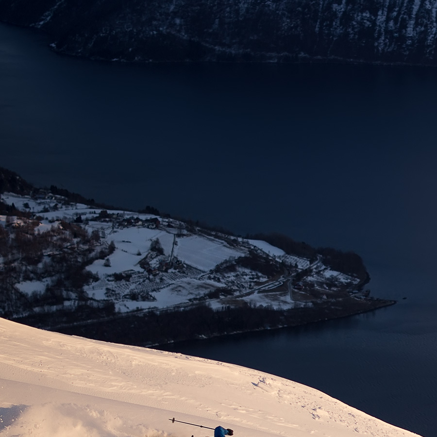 Full fart mot fjorden av Bård Basberg