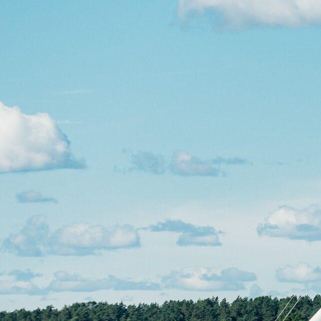 Seilbåt i Sandefjordsfjorden I, fotokunst veggbilde / plakat av Bård Basberg