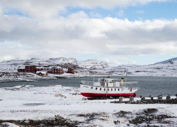 Båt ved Bygdin, fotokunst veggbilde / plakat av Erling Maartmann-Moe