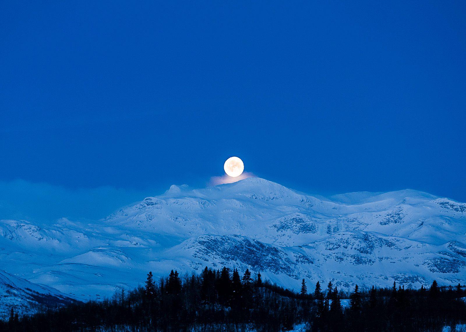 Måne a la Sohlberg av Erling Maartmann-Moe