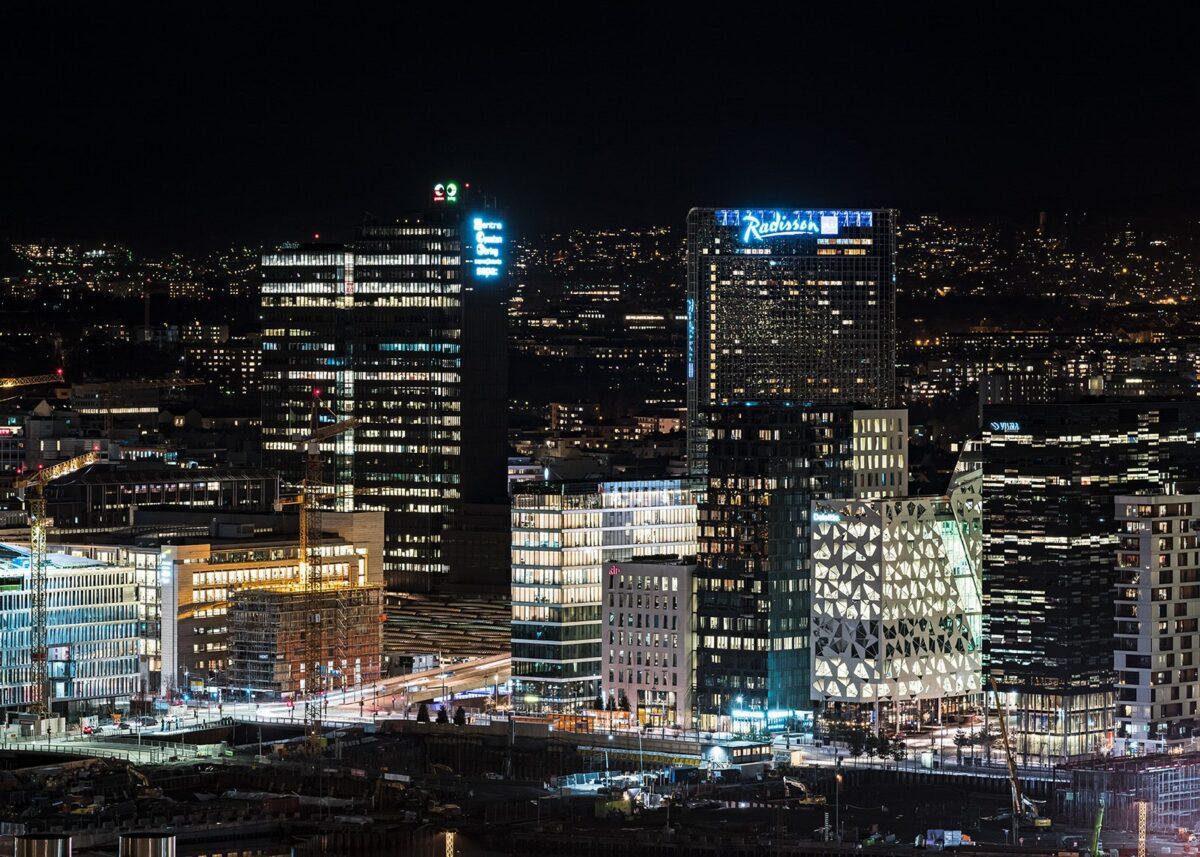 Bjørvika Oslo by night II, fotokunst veggbilde / plakat av Erling Maartmann-Moe