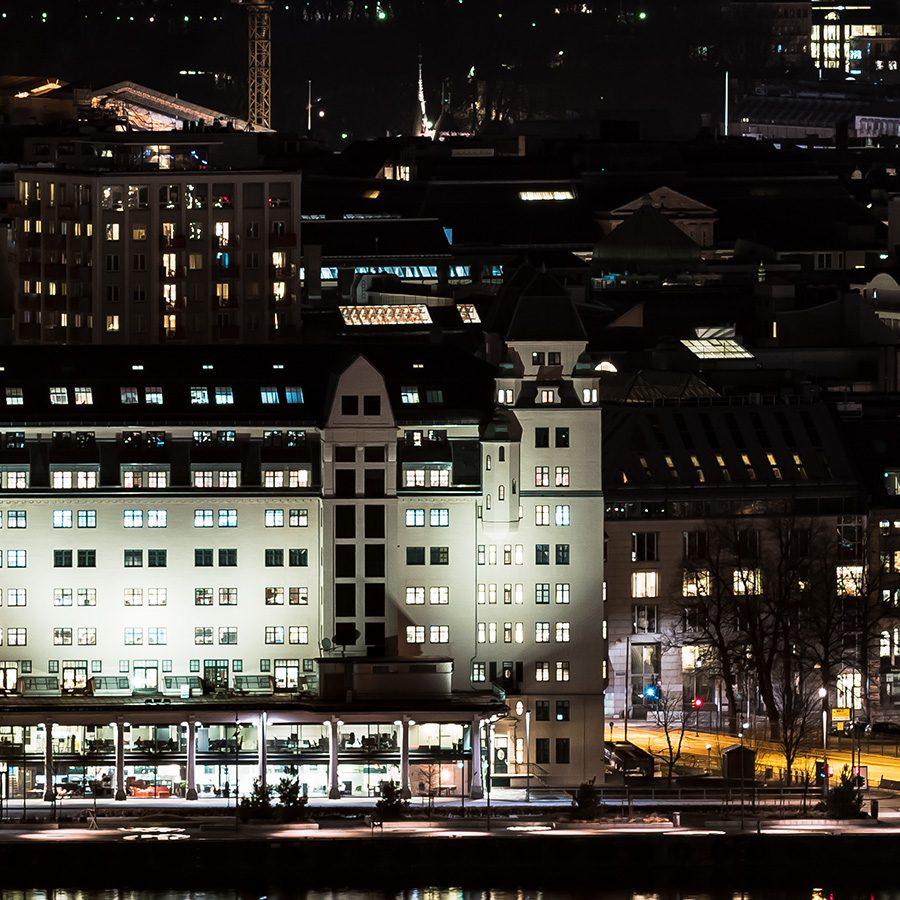 Oslo at night av Erling Maartmann-Moe