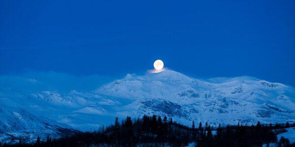 Måne a la Sohlberg panorama, fotokunst veggbilde / plakat av Erling Maartmann-Moe