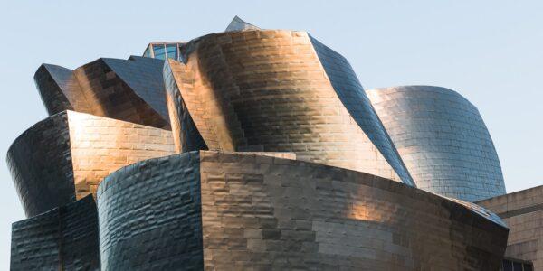Det fantatiske Guggenheim-musset i Bilbao, tegnet av Frank Gehry, fotokunst veggbilde / plakat av Erling Maartmann-Moe