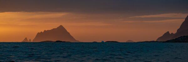 Midnattssol utenfor Tromsø I, fotokunst veggbilde / plakat av Erling Maartmann-Moe