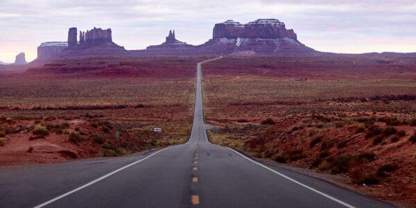 På vei sørover fra Moab mot Monument Valley, Utah, USA. November 2019, fotokunst veggbilde / plakat av Erling Maartmann-Moe