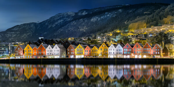 Natt i Bergen, fotokunst veggbilde / plakat av Eirik Sørstrømmen
