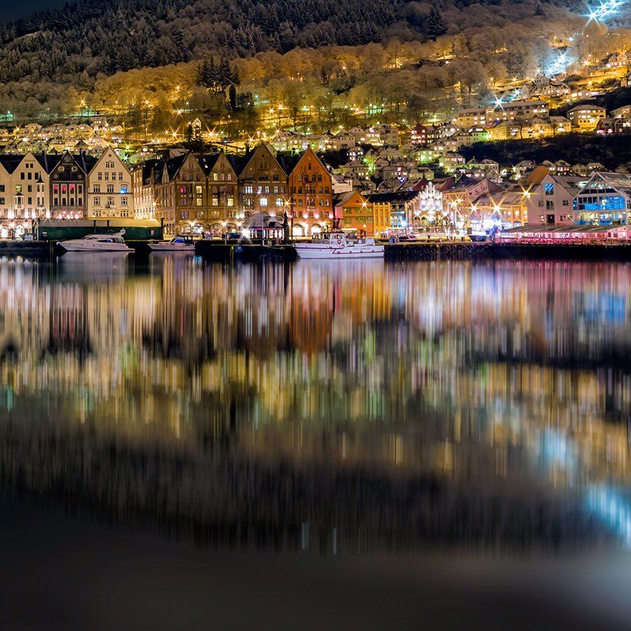 Bergen Sentrum By Night av Eirik Sørstrømmen