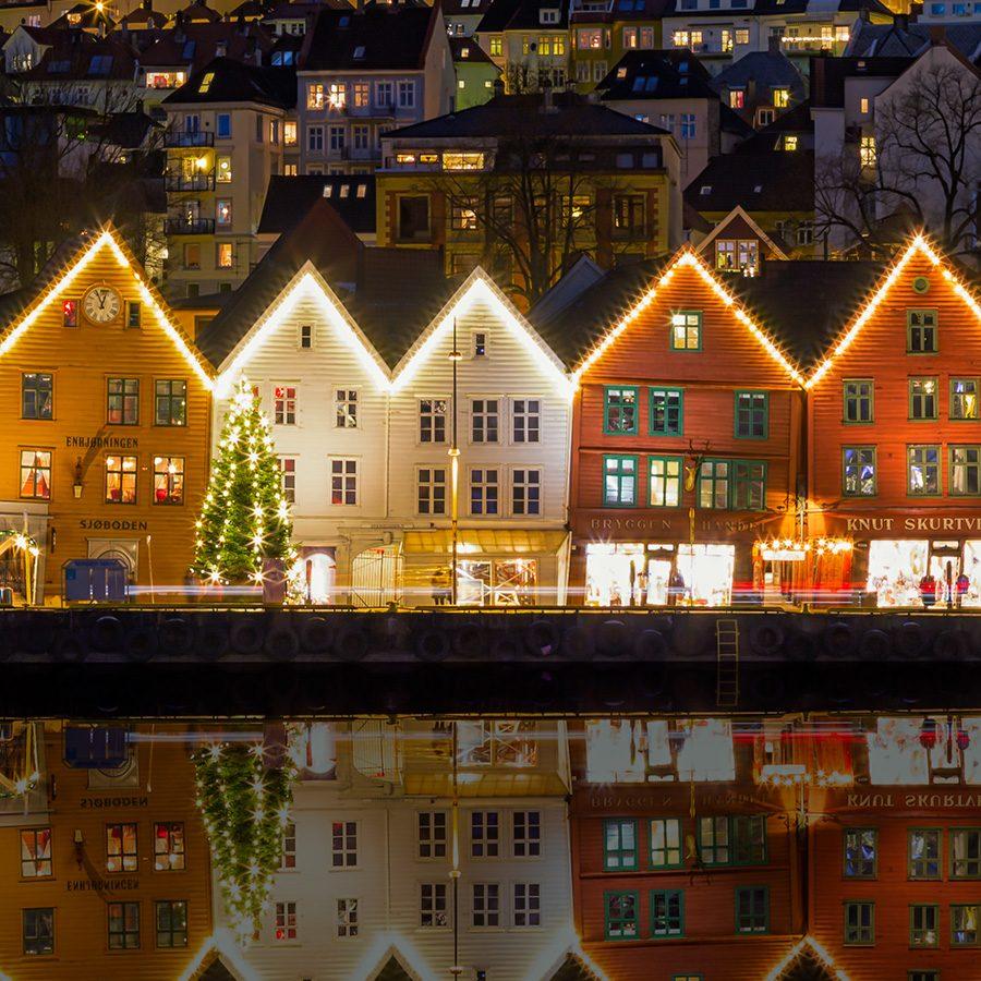 Bryggen By Night av Eirik Sørstrømmen