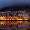 Nattbilde av Bryggen i Bergen Havn., fotokunst veggbilde / plakat av Eirik Sørstrømmen
