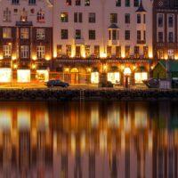 Bryggen By Night II, fotokunst veggbilde / plakat av Eirik Sørstrømmen