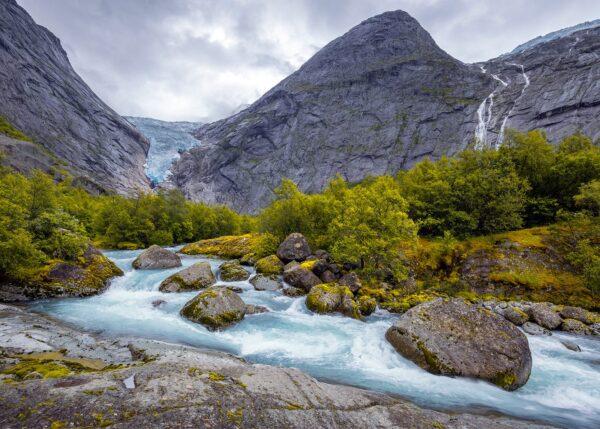 Naturlig Skaperkraft i Briksdalen, fotokunst veggbilde / plakat av Eirik Sørstrømmen