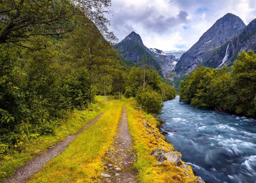 Elv i Oldedalen av Eirik Sørstrømmen