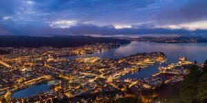 Nordlys over bryggen i Bergen -Limited Edition, fotokunst veggbilde / plakat av Gunnar Kopperud