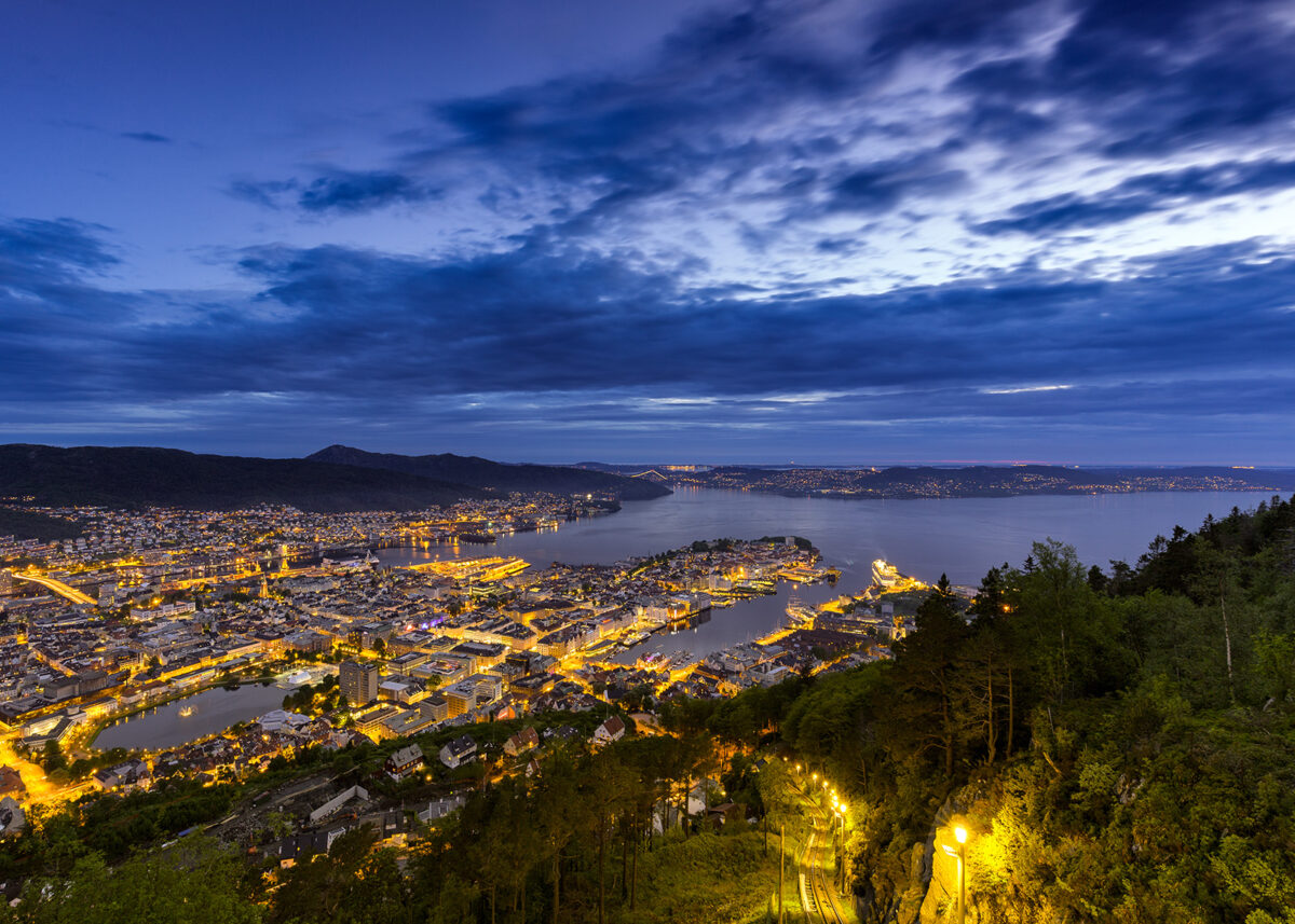 Bergen Skyline II av Eirik Sørstrømmen