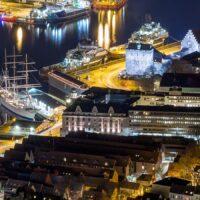 Natt i Bergen Havn, fotokunst veggbilde / plakat av Eirik Sørstrømmen
