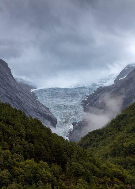 Mot Isbreen av Eirik Sørstrømmen