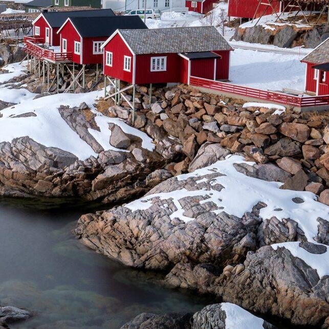 Vakre rorbuer på Hamnøy., fotokunst veggbilde / plakat av Eirik Sørstrømmen