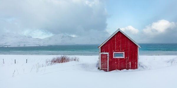 Rorbu ved Stranden, fotokunst veggbilde / plakat av Eirik Sørstrømmen