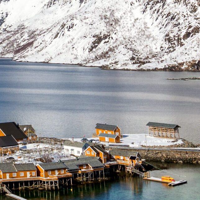 Panoramautsikt over Reinefjorden mot Sakrisøy., fotokunst veggbilde / plakat av Eirik Sørstrømmen