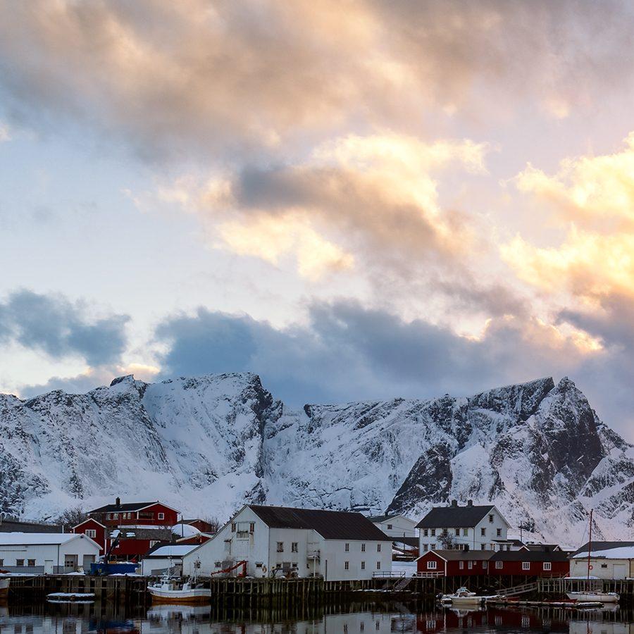 Solnedgang på Hamnøy av Eirik Sørstrømmen