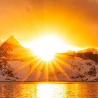 Solnedgang over vakre Reinefjorden, fotokunst veggbilde / plakat av Eirik Sørstrømmen
