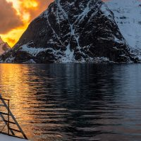 Solnedgang ved vakre Reinefjorden, fotokunst veggbilde / plakat av Eirik Sørstrømmen