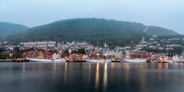 Skoleskip i Bergen, fotokunst veggbilde / plakat av Eirik Sørstrømmen