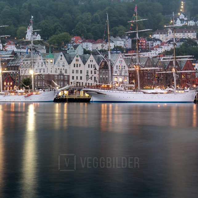 De tre skoleskipene til kai i Bergen., fotokunst veggbilde / plakat av Eirik Sørstrømmen