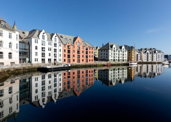 Kanalen i Ålesund, fotokunst veggbilde / plakat av Eirik Sørstrømmen