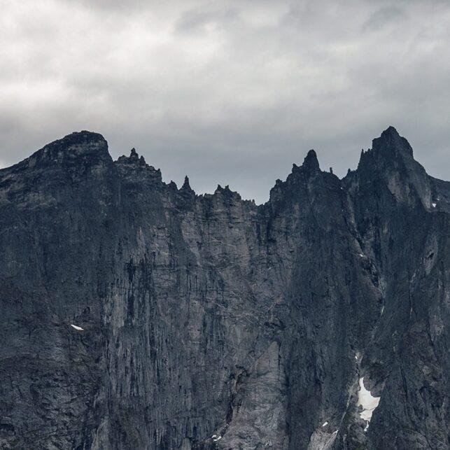 Panorama av Trollveggen i Romsdalen., fotokunst veggbilde / plakat av Eirik Sørstrømmen
