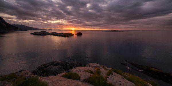 Soloppgang i Lofoten, fotokunst veggbilde / plakat av Eirik Sørstrømmen