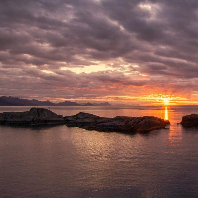 Fantastisk soloppgang i Lofoten., fotokunst veggbilde / plakat av Eirik Sørstrømmen