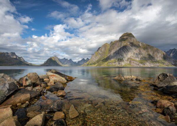 Former i Lofoten, fotokunst veggbilde / plakat av Eirik Sørstrømmen