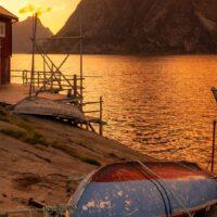 Solnedgang ved Reinefjorden II av Eirik Sørstrømmen