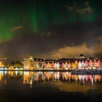 Nordlys over bryggen i Bergen av Gunnar Kopperud