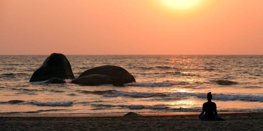 Meditasjon på stranden av Henning Mella