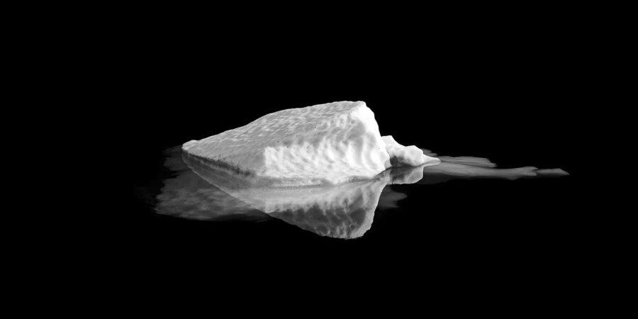 Lite isfjell av Henning Mella