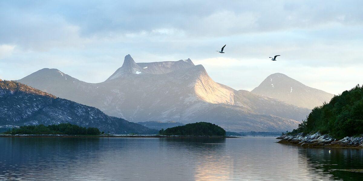 Tysfjorden i kveldssol av Henning Mella