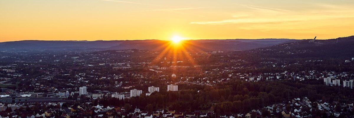 Solnedgang over Oslo av Henning Mella