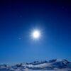 Måneskinn over Jotunheimen av Henning Mella