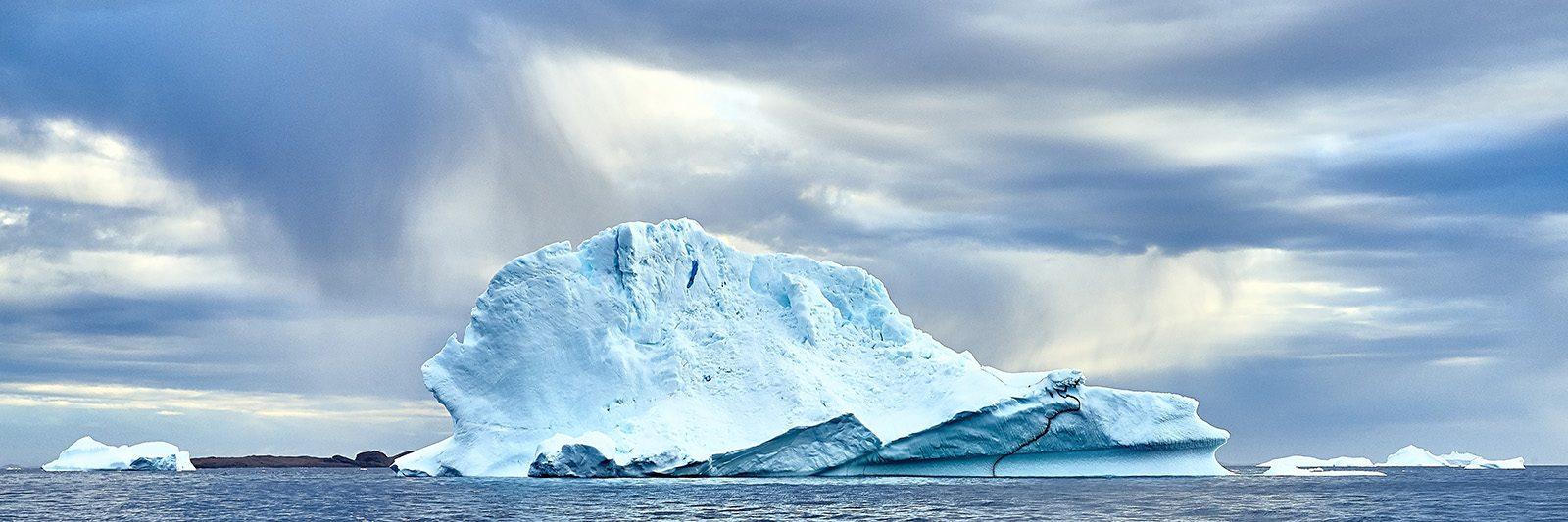 Grøndlandsk isfjell av Henning Mella