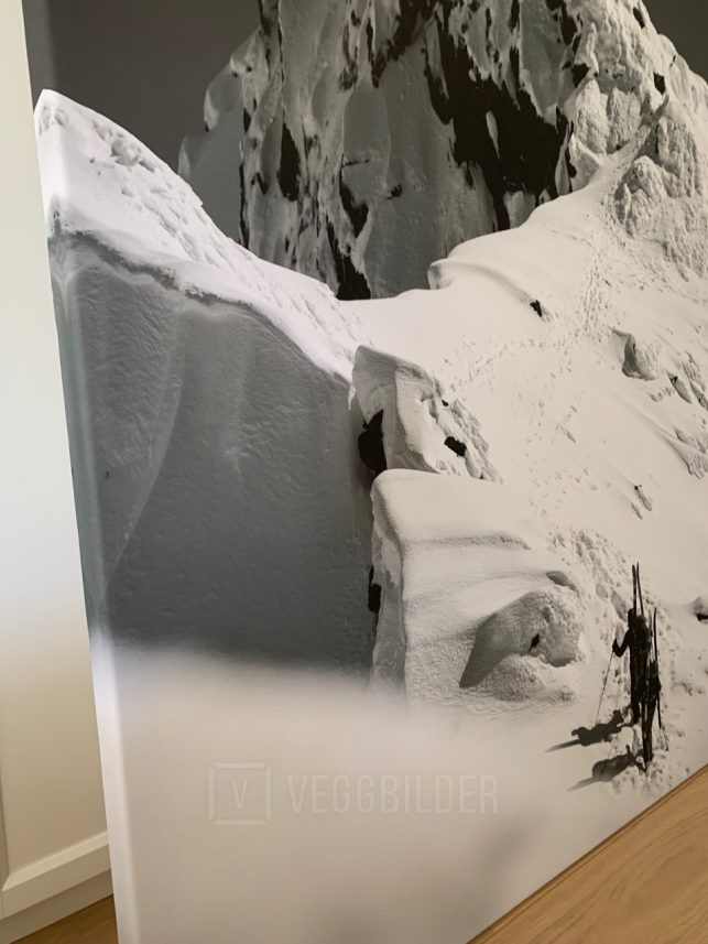 100x140cm lerret: Mot toppen av fjellet sort-hvitt, fotokunst veggbilde / plakat av Peder Eikeland
