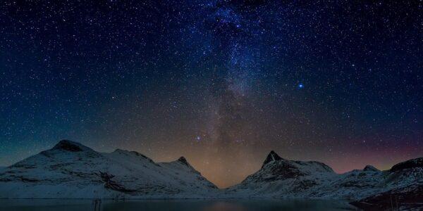 Melkeveien bak Falketind, fotokunst veggbilde / plakat av Kåre Johansen