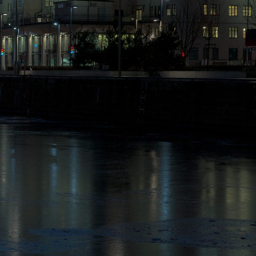 Havnelageret i kveldslys av Kåre Johansen