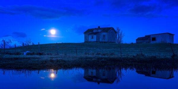 Fullmåne over Offerøy, fotokunst veggbilde / plakat av Kåre Johansen