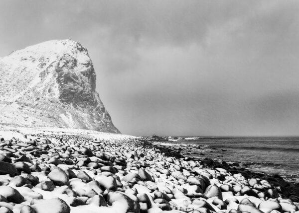 Nysnø i fjæra, fotokunst veggbilde / plakat av Kåre Johansen