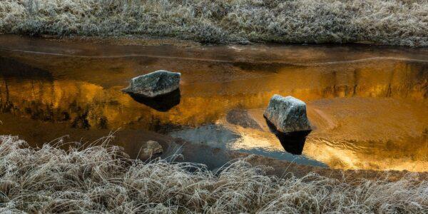 Stein i elva, fotokunst veggbilde / plakat av Kåre Johansen