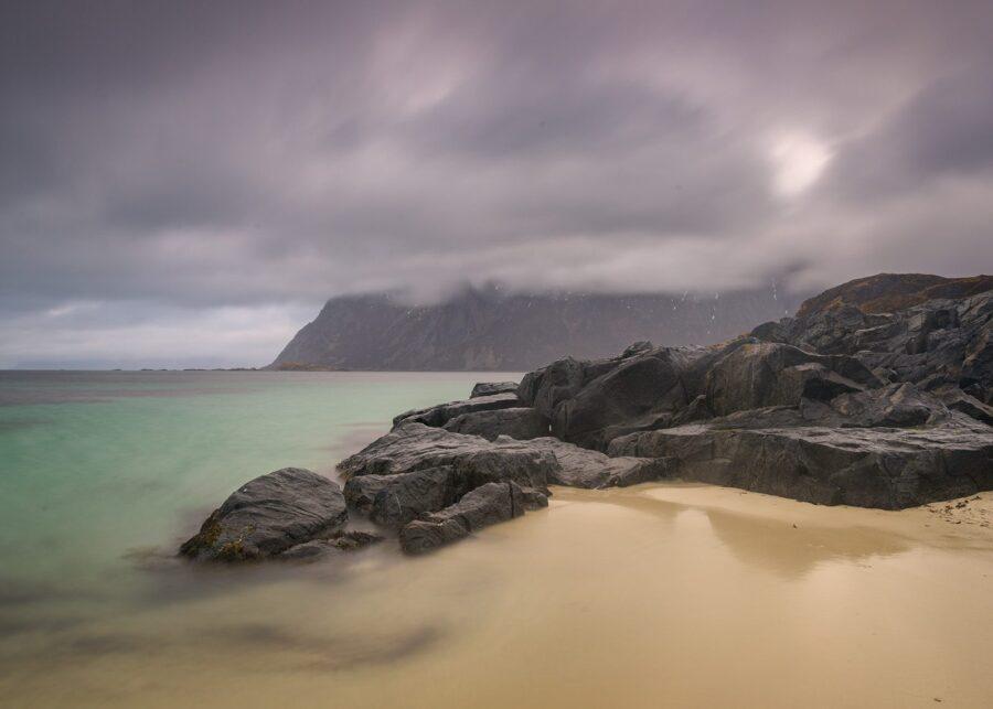Skiftesanden en regnværsdag av Kåre Johansen