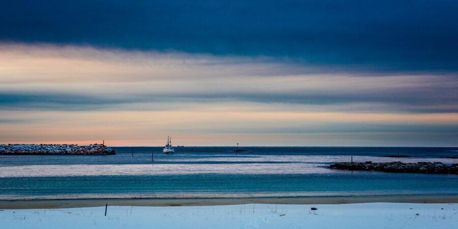 Hjem med full båt av Kåre Johansen